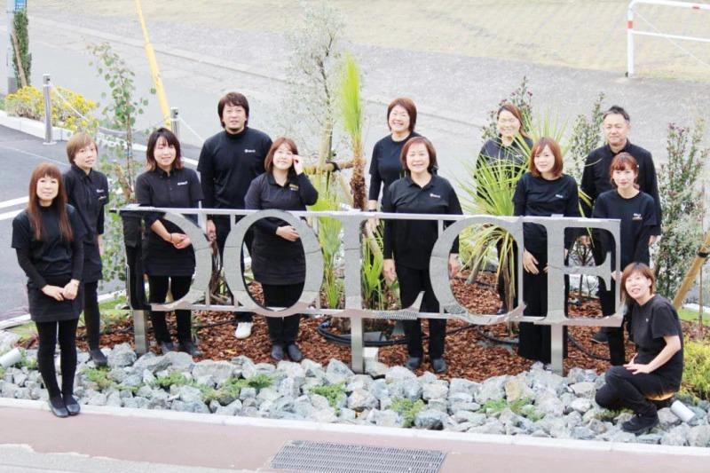 熊本市の美容室 ドルチェ 移転オープン スタッフ集合写真